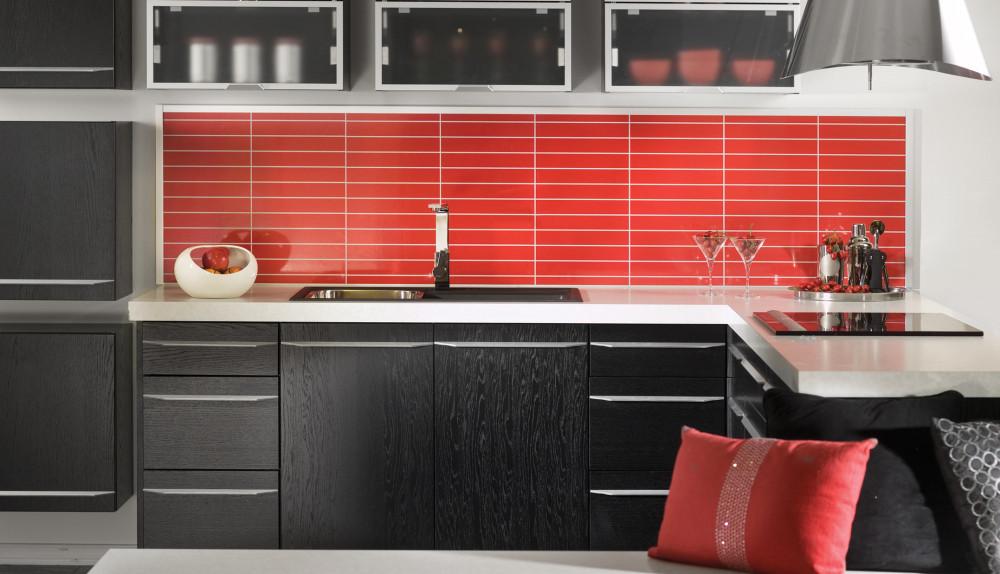 Rød/svart/hvit kjøkken